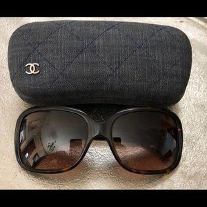 CHANEL Tortoise Bow Sunglasses